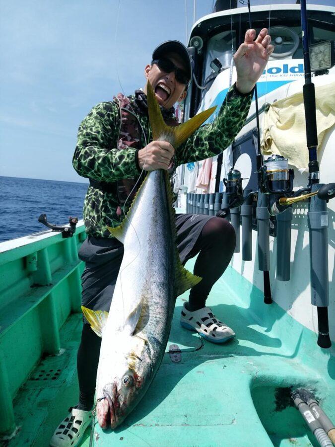 スタッフ石井釣行記~伊豆南沖・ヒラマサ7.2kgマダイ2.5kg~